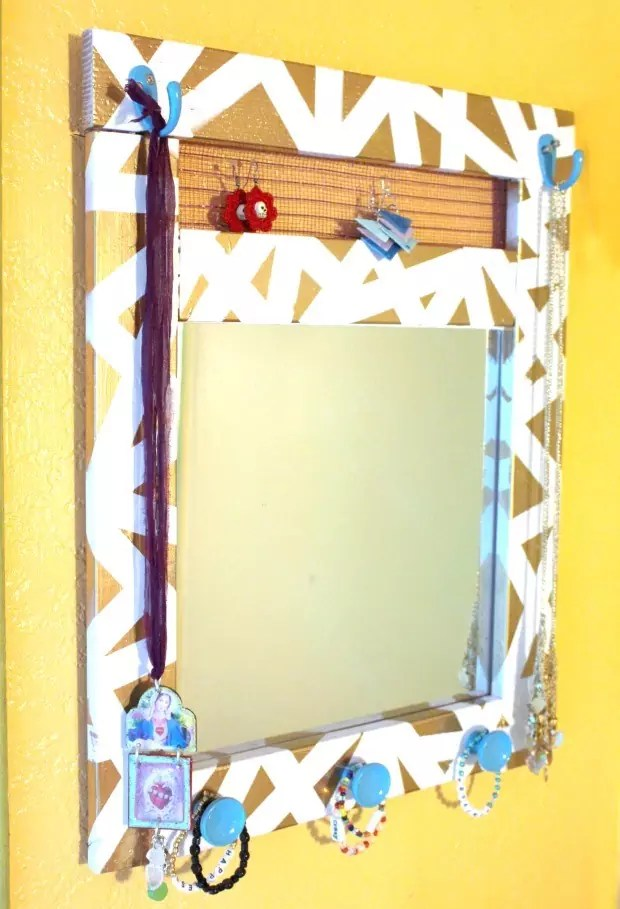 mirrored-jewelry-holder