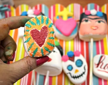 Painted marshmallow pops by Crafty Chica.