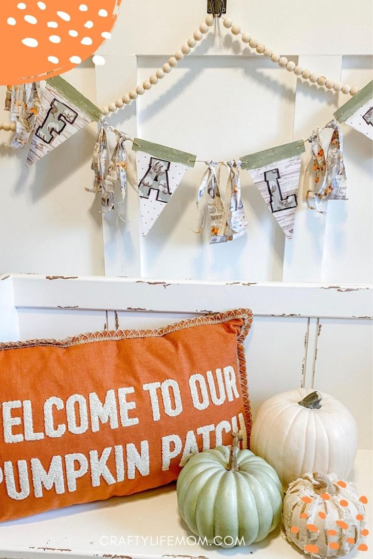 Create an easy DIY Fall banner for your front door or mantle using this simple easy method. #diyfalldecor #fall #homedecor