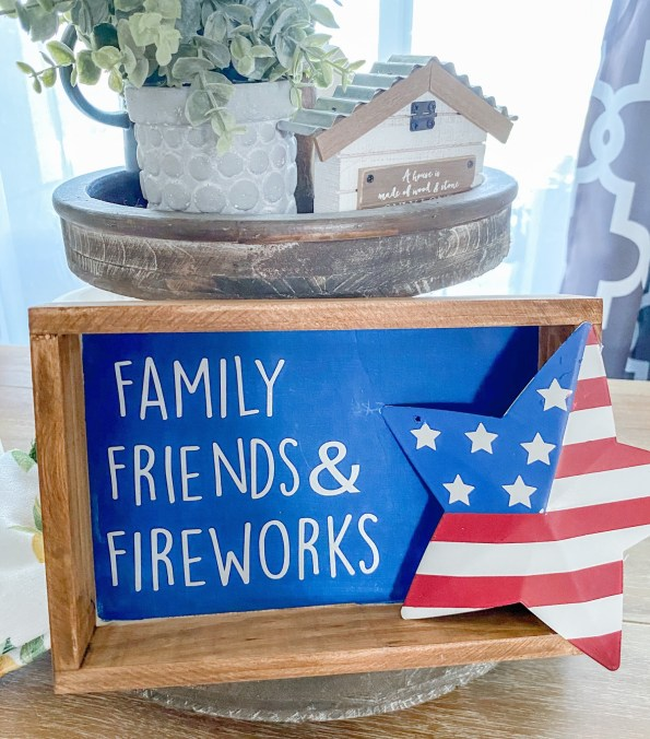 Patriotic Sign. Create this Red White and Blue All American sign. This is a super and easy DIY to make. #4thofjuly #patrioticdecor #diyhomedecor #seasonaldecor