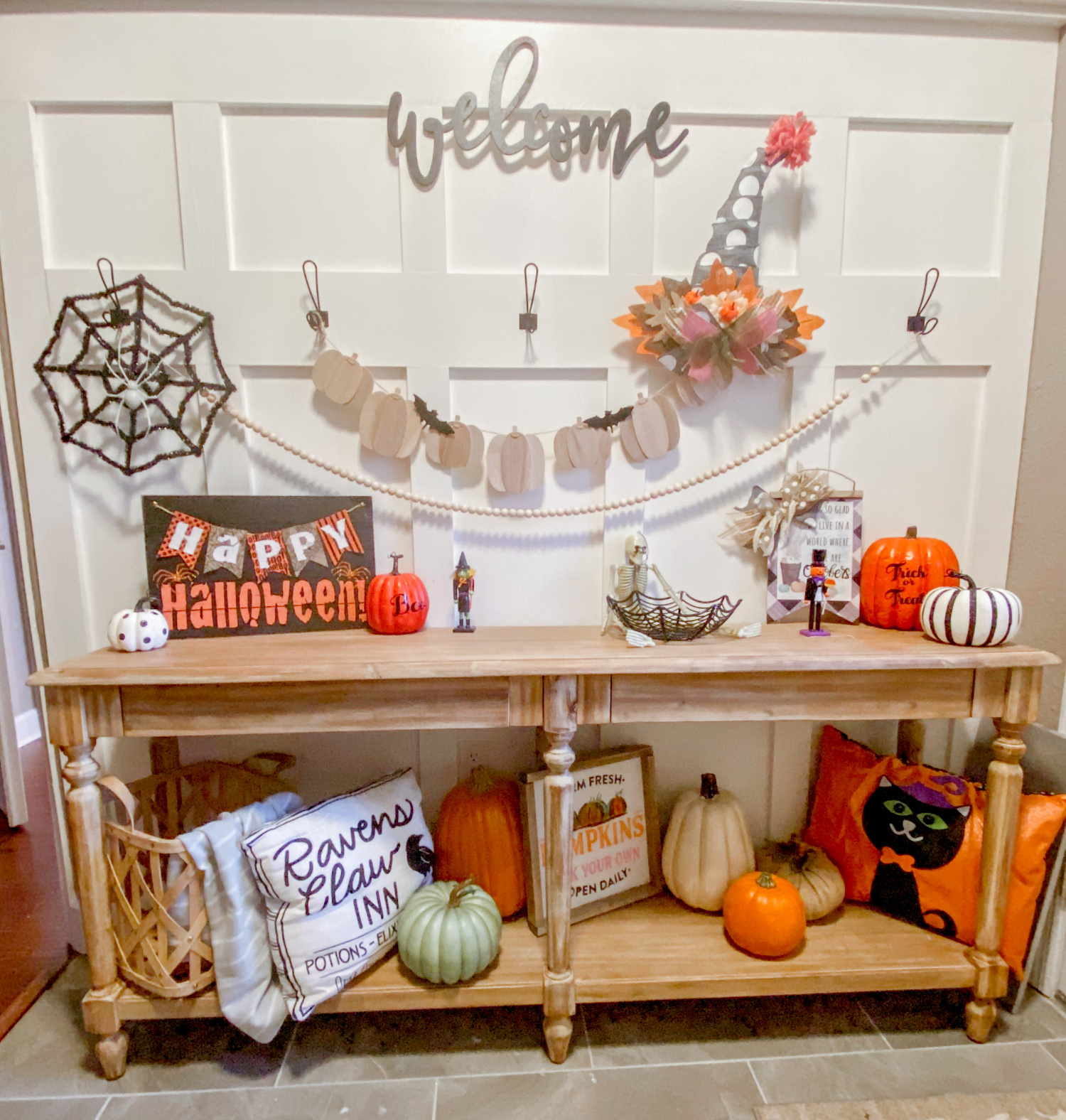 Mix Halloween and Fall decor together. This tutorial shows you how to take dollar store items and transform them into fall and halloween decor together. #fall #halloween #homedecor #dollartree