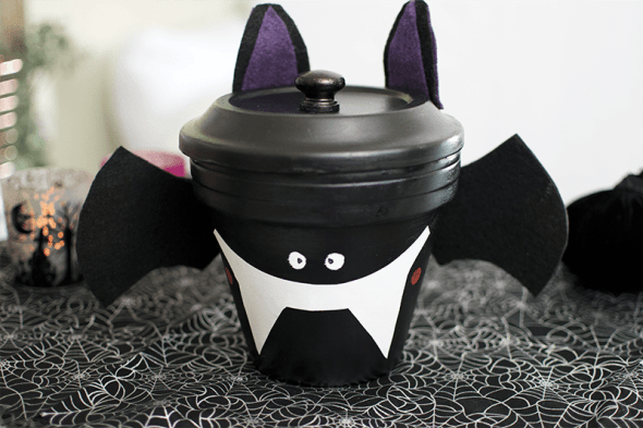 The Best Halloween crafts to create and share with your kids. Find cute ideas for your home decor and create the best Halloween ever!