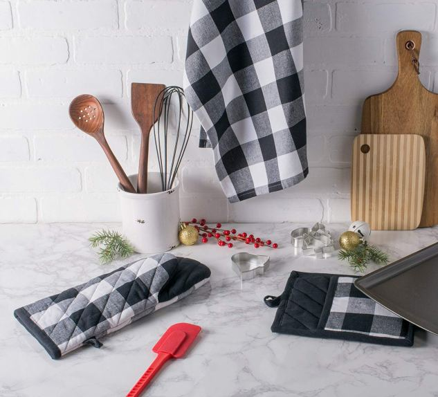BUffalo check kitchen dish towels and mittens!