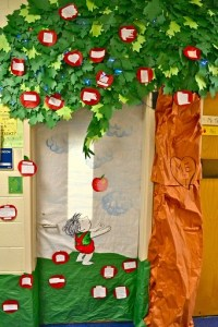 Fall Door Decoration Ideas for the Classroom - Crafty Morning