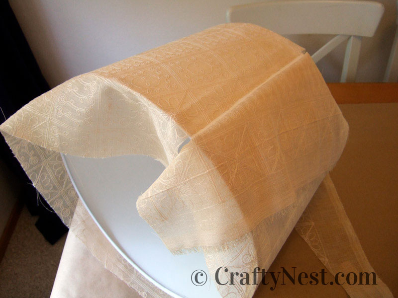 Wrapping the fabric around the lampshade, photo