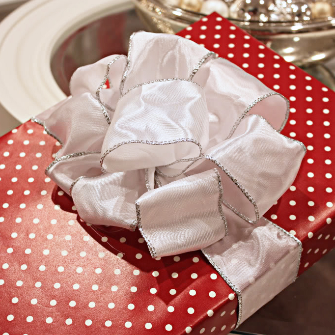 Big DIY gift bow by Kate Bower, photo