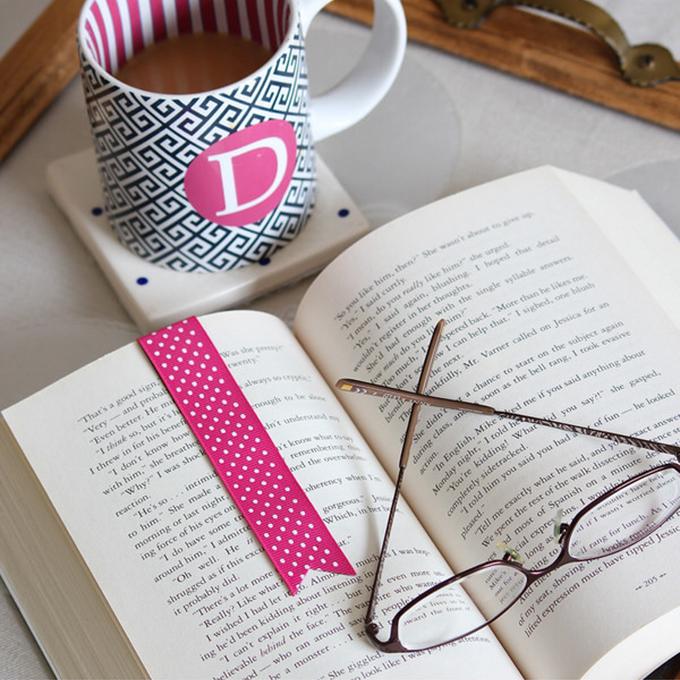 Magnetic ribbon bookmark