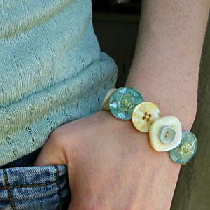 Button bracelet, photo