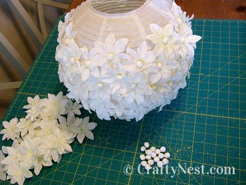 Glue flowers onto the lantern, photo