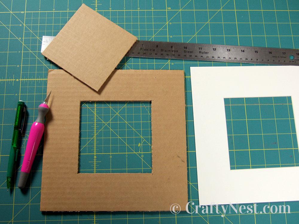 Cut the corrugated cardboard, photo