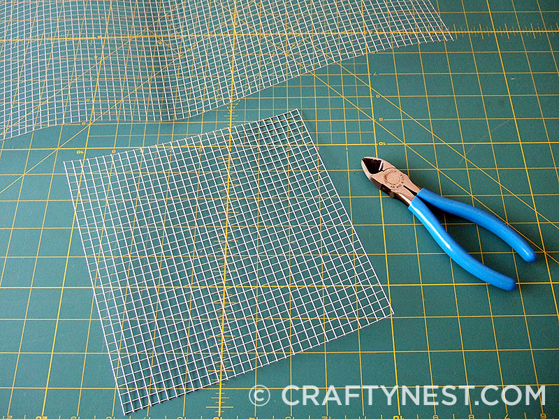 Cut the wire mesh to size, photo