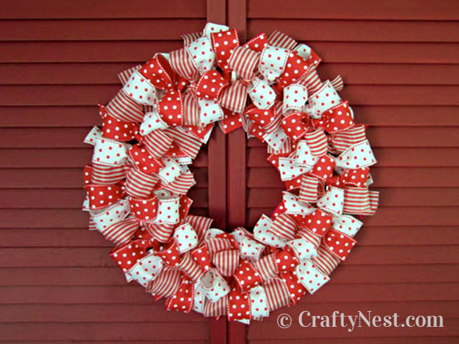 Red and wite ribbon wreath, photo