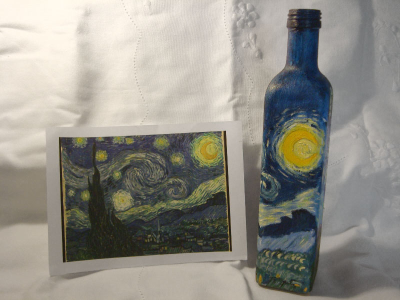 Lúcia Russo's Starry Night painting on a bottle, photo