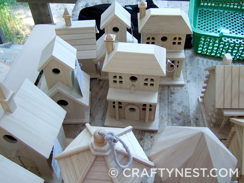 Unfinished birdhouses, photo