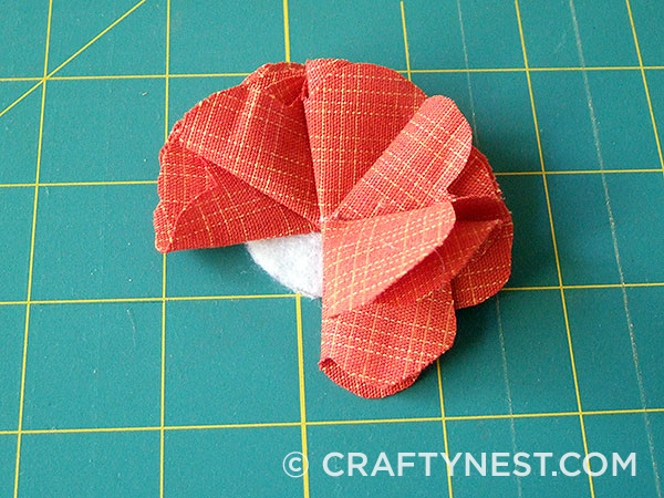 Fold and glue the fifth petal, photo