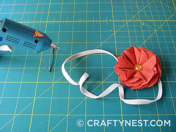 Glue first flower to headband, photo