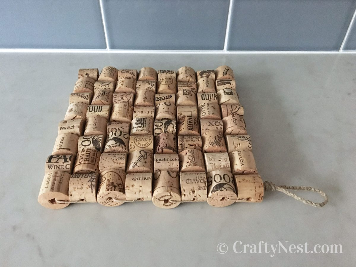 Woven wine-cork trivet, photo
