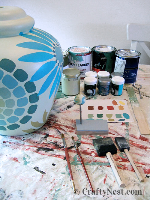 Paint your design on the lamp base, photo