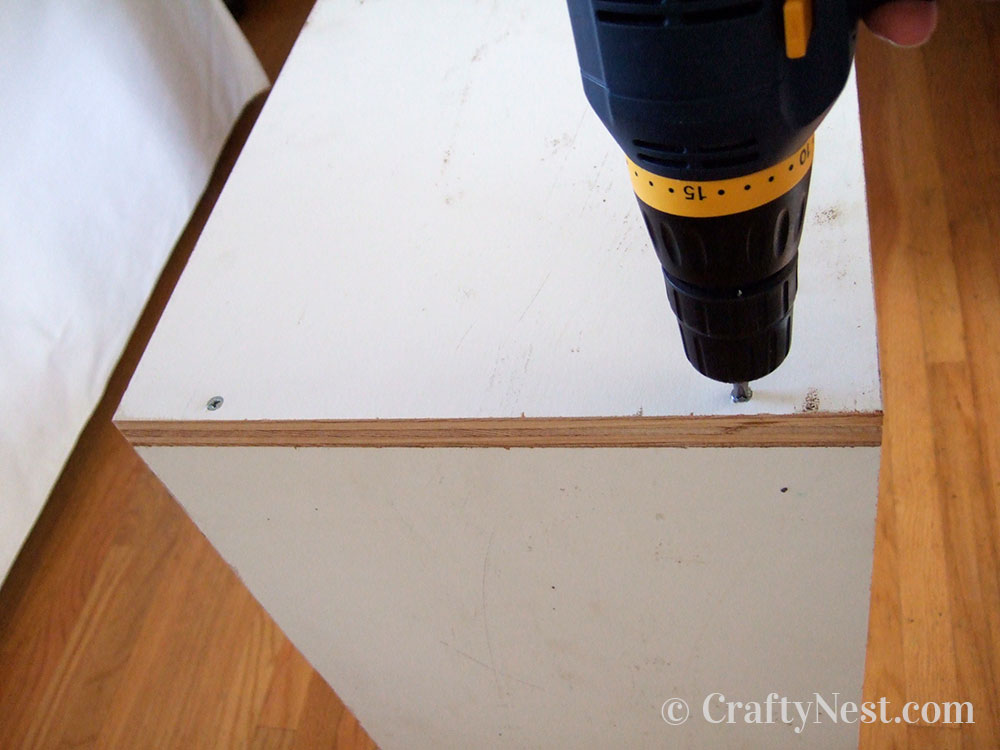 Drill and screw the sides to the top, photo