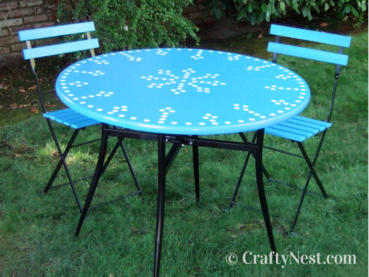 Outdoor bistro table and cafe chairs, photo