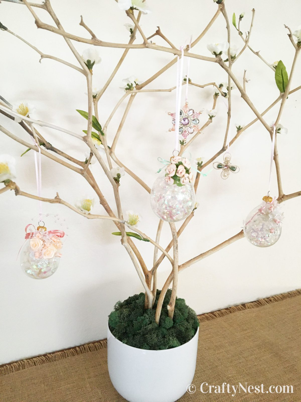 Hang ornaments on the tree, photo