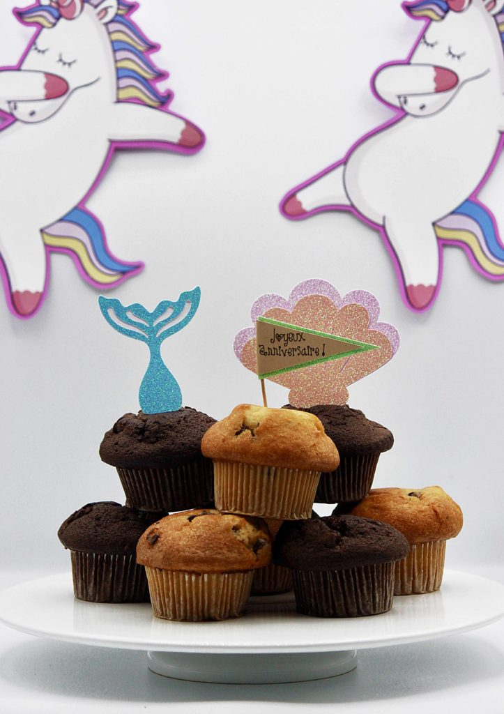 Cake topper cricut Joy