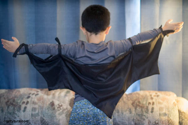 Bat wings free sewing pattern. PDF pattern. Project for little boys's present. Do you want to make a little boy happy? make him this bat wings.