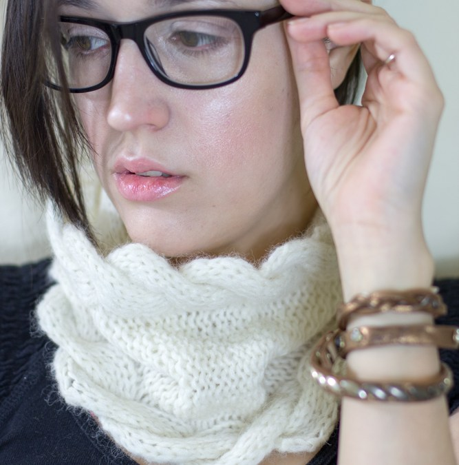The Wavy Edge Cowl Knitting Pattern