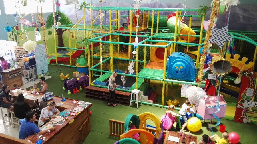 Family Restaurants Kids Play Area