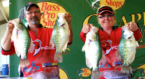Jay Don and Rhonda Reeve setting the new single day record with a weight of 20 54 lbs on Day 1