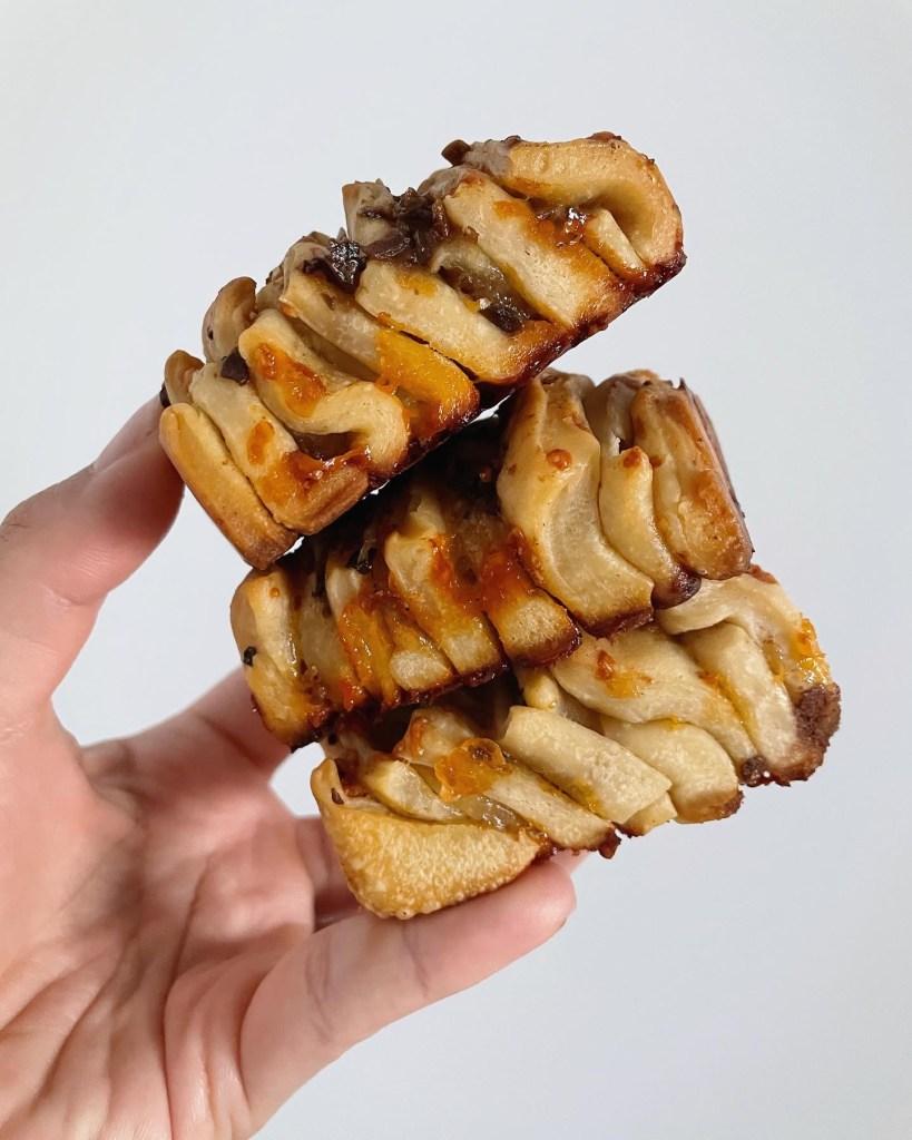 Sourdough Discard Garlic Cheddar Pull Apart Bread