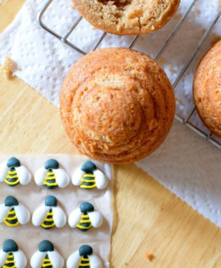 Honeybee Cupcakes and Bread Pudding-018