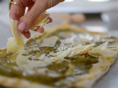 parmesan-pesto-pinwheel-pastry-wreath-019