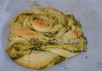 parmesan-pesto-pinwheel-pastry-wreath-040