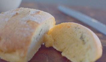 Artisan Basil Bread & Lime Butter-011