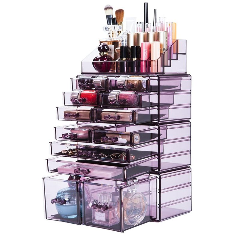 Organize a small bathroom with a makeup Organizer for small spaces