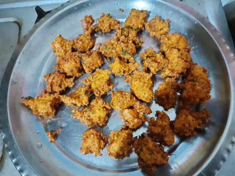 Moong Dal pakoda in a plate