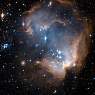 Gromada otwarta NGC 602 znajdująca się w gwiazdozbiorze Tukana. Znajduje się niemal na skraju Małego Obłoku Magellana w odległości blisko 200 tys. lat świetlnych od Ziemi. Fot. NASA, ESA oraz the Hubble Heritage Team (STScI/AURA) - ESA/Hubble Collaboration