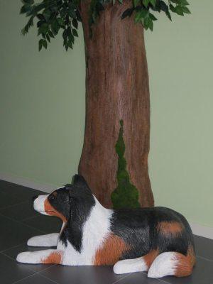 perro y árbol de porexpan