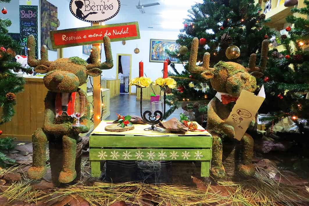Cenando con bemb escaparate de navidad creaciones andori a - Como hacer un escaparate ...
