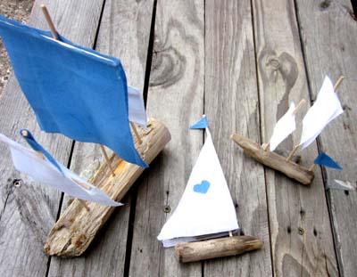 Diy petits bateaux en bois flott for Comment travailler le bois flotte