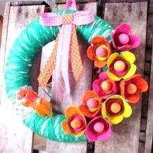 diy-couronne-fleurs-recup-boite-oeufs