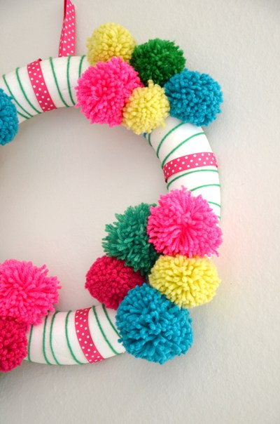 diy-couronne-Noel-pompons-Creamalice