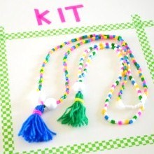 kit-creatif-enfants-creamalice-colliers-perles-pompons