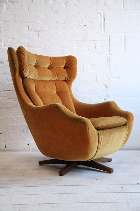 1960s Statesman Swivel Chair by Parker Knoll  Cream and
