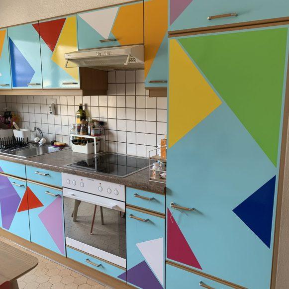 Cuisine terminée en formes géométriques et coloré travaux fait en Suisse