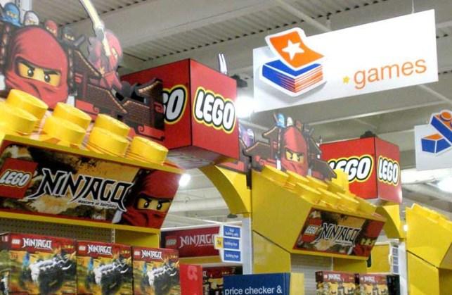 Lego retail environment by Creatacor