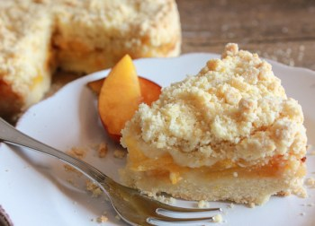 Italian Fresh Peach Crumb Pie