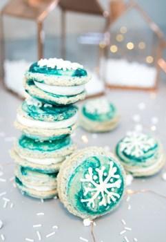 Marbled Snowflake Macaroons
