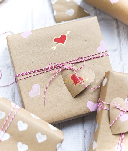 DIY Valentine Wrapping Paper